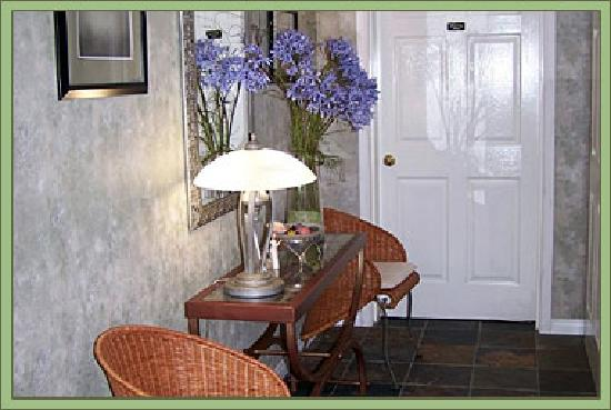 Evergreen B & B: Private Guest Entrance