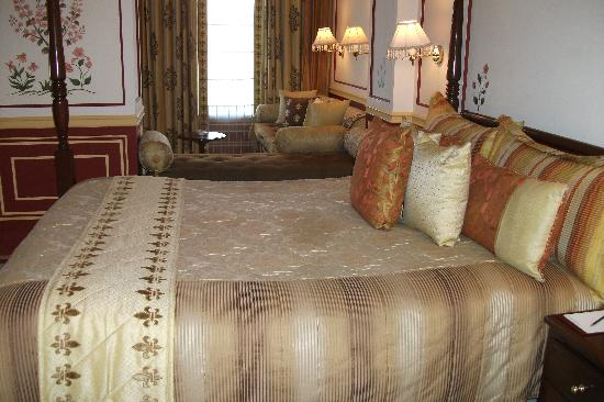 Taj Lake Palace Udaipur: bedroom and sitting area