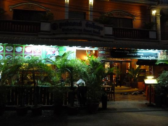 MotherHome Guesthouse: The MotherHome restaurant - great service and great food