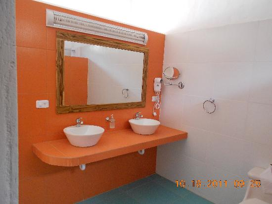 Villa de Los Suenos: Second Floor Bathroom