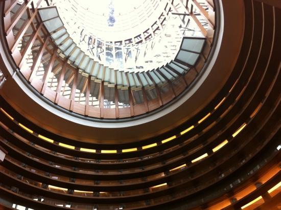 Le Gray Beirut: The skylight air well engaging Indigo & Bar 360