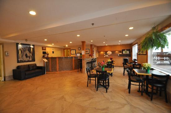 Super 8 Fernie Breakfast Area & Front Desk