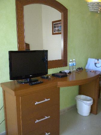 Hotel Posada Sian Ka'an: tv console