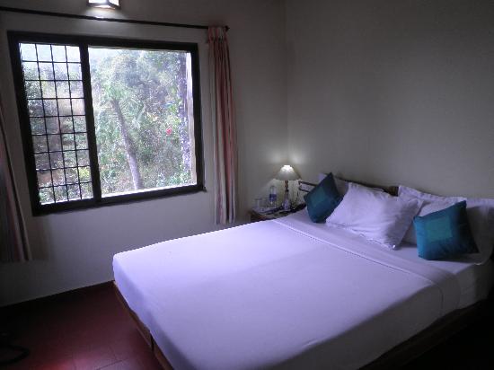 Royal Mist : Front Bedroom