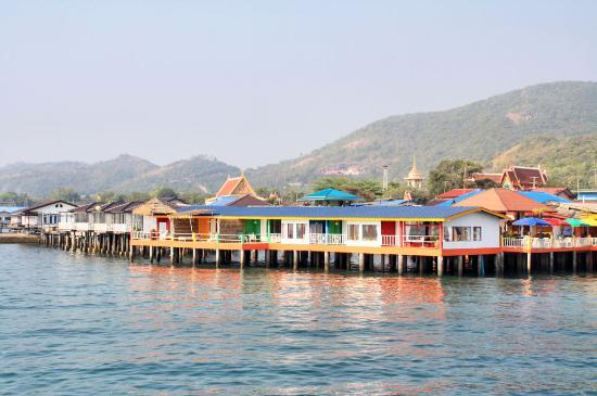 เกาะล้าน, ไทย: Вид на отель с пирса