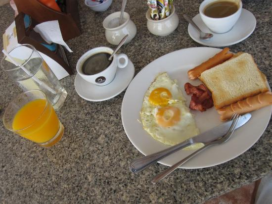 Ko Larn, Thailand: Завтраки в отеле