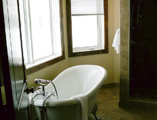 River to Peaks Inn: Vintage Clawfoot BathTub