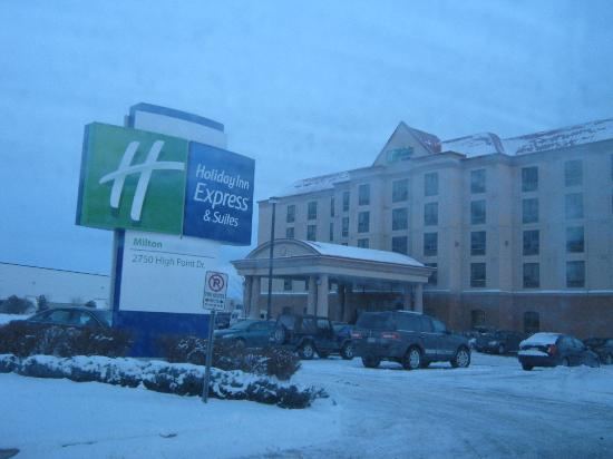 Holiday Inn Express & Suites Milton : Main Entrance