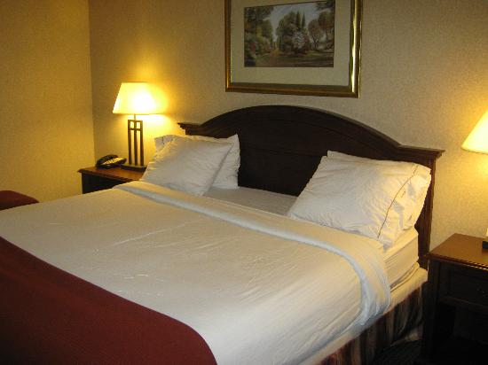 Holiday Inn Express & Suites Milton: At the Hotel