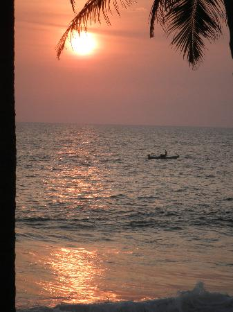 Kadaltheeram Beach Resort: Sunset from the terrace