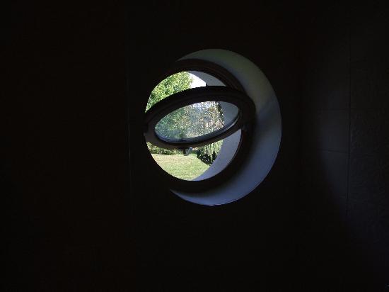 Clos Mirabel Manor : view from bathroom window