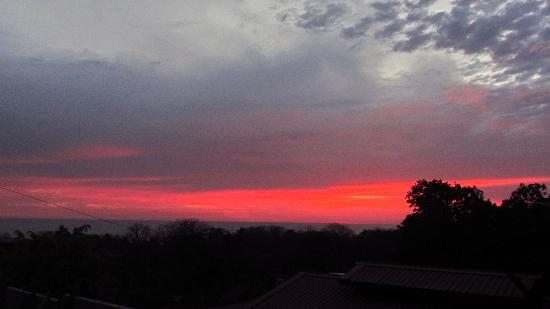 Red Frog Villas: view of the sunset from our place