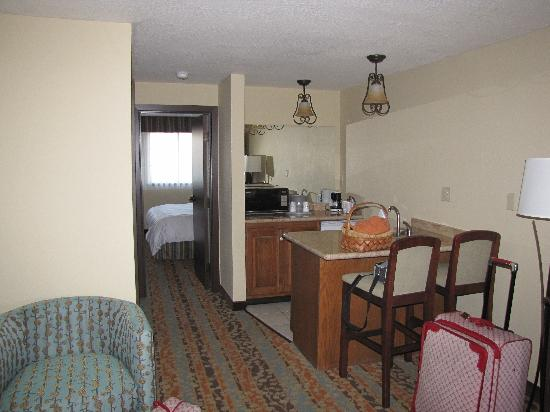 Best Western Windsor Inn: large entry with kitchenette