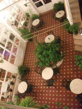 Hotel Los Olivos: the courtyard