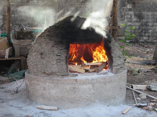 Guaitil Pottery Studio: Firing