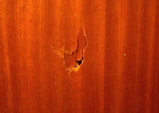 Four Stars Hotel: The hole in the door...