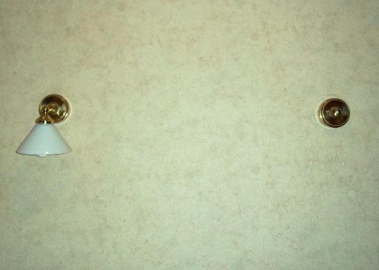 Four Stars Hotel: The missing wall light...