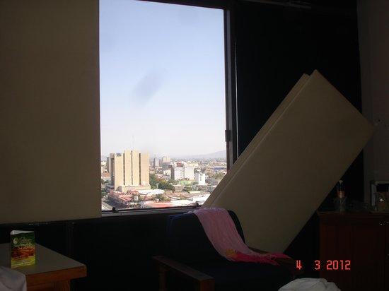 """Mision Guadalajara Carlton : Una de las """"cortinas"""" se cayó al abrir"""