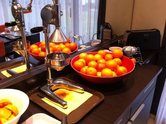Residhome Privilege Nancy-Lorraine : oranges at breakfast