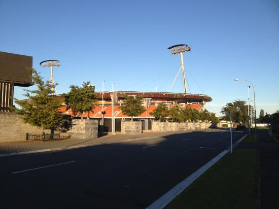 Park View Motor Lodge: Waikato Stadium across the road