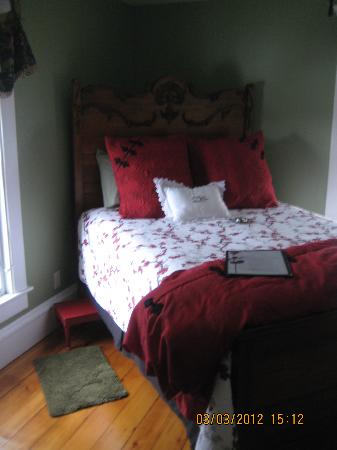 Franklin Inn on Durkee: Shangri-La room, the bed!
