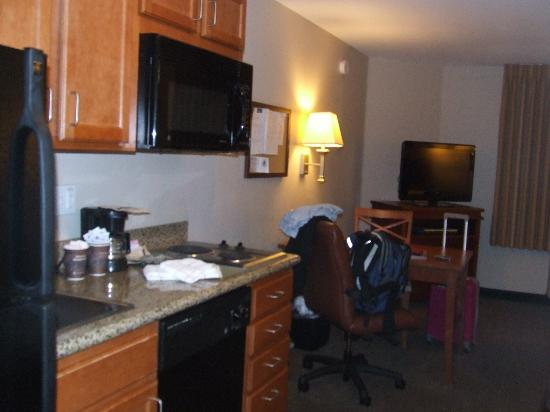 Extended Stay America - Bakersfield - Chester Lane: kitchenette