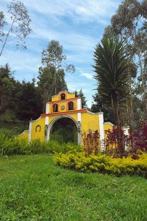 Hacienda Hosteria Milliguayco: Entrada Principal a la Hostería