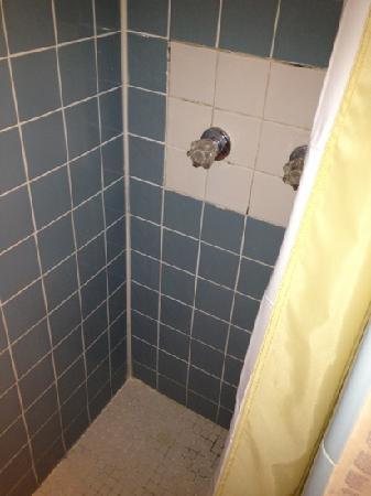 Historic Tavernier Inn Hotel: shower