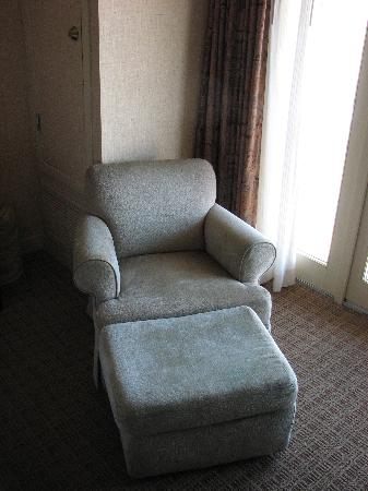 The Harbor Grand Hotel: Chair in room