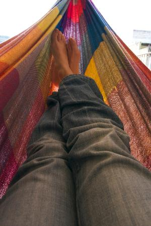 Hostal Rincon del Viajero: Relaxing in the rooftop hammock