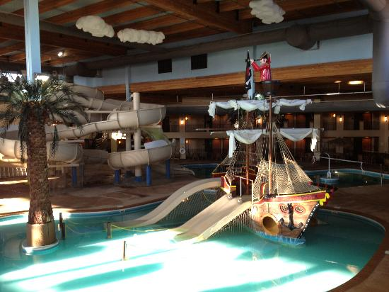 Ramada Tropics Resort / Conference Center Des Moines : Pirate Ship Pool and Waterslide