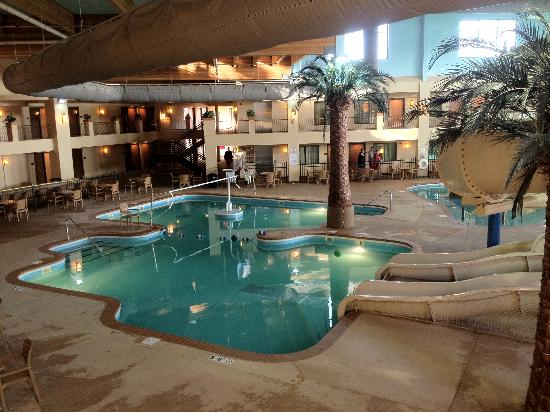Ramada Tropics Resort / Conference Center Des Moines: Sports Pool