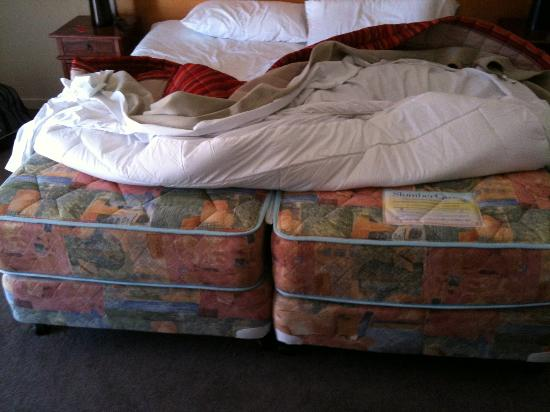 Margaret River Hotel: This is what they call a king bed.