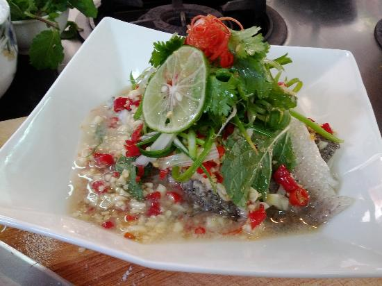 Khao San Cooking School: Steam Sea bass with lime juice Dressing