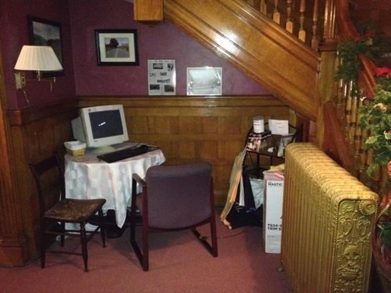 Olde Judge Mansion: don't have a laptop or iPad ? no problem you can use the Internet !!!