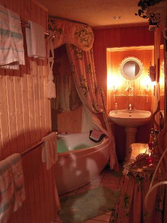 B&B Villa Magnolia: 1001 nights room with adjoining jacuzzi