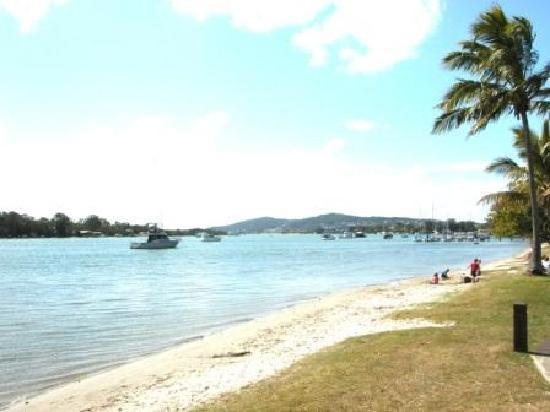Munna Beach Apartments: Noosa River