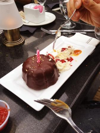Prospect Point Restaurant: Surprise birthday cake from Prospect Point!