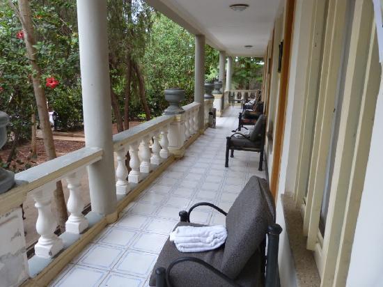 Arba Minch Tourist Hotel: couloir donnant accès aux chambres