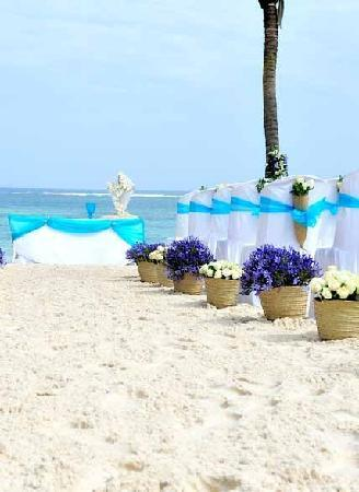 Flamboyant: Wedding on the beach