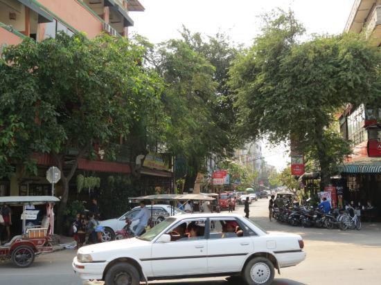 "Sisowath Quay: Phnom Pehn is a surprisingly ""green"" city"