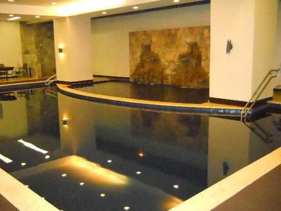 Goldland Millenia Suites: Swimming Pool