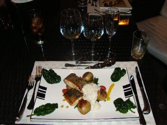 Waterfalls Boutique Hotel: Variety of Dishes