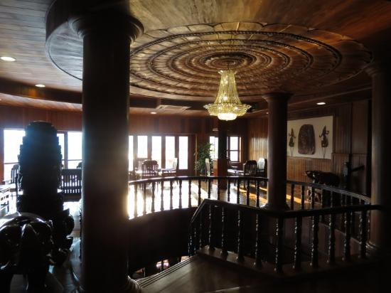 Ta Prohm Hotel: Elegant Lounge