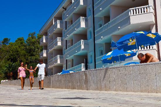 Aparthotel Tamaris : view from beach