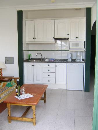 La Tegala Apartments: Kitchen/Living area