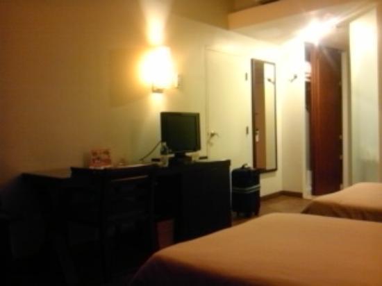 Guam Plaza Hotel: 部屋の出入り口付近