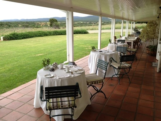 River Bend Lodge: Restaurant Terrace with with over Waterhole