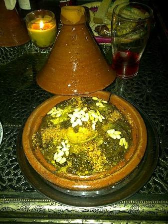 Babel Restaurant: Cous-Cous Pollo, pasas, cebolla caramelizada, almendras y piñones