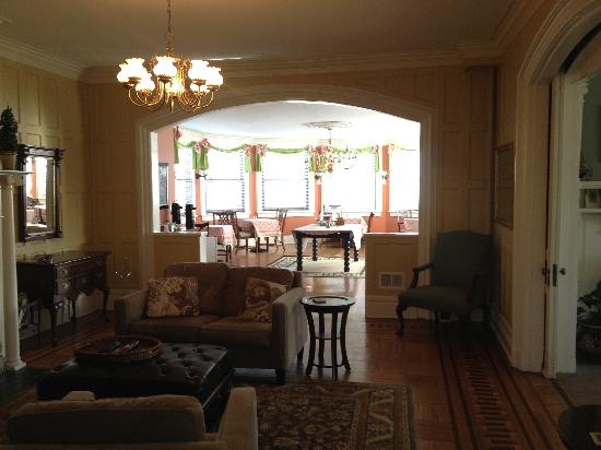 DeBary Inn: Living Room and Breakfast